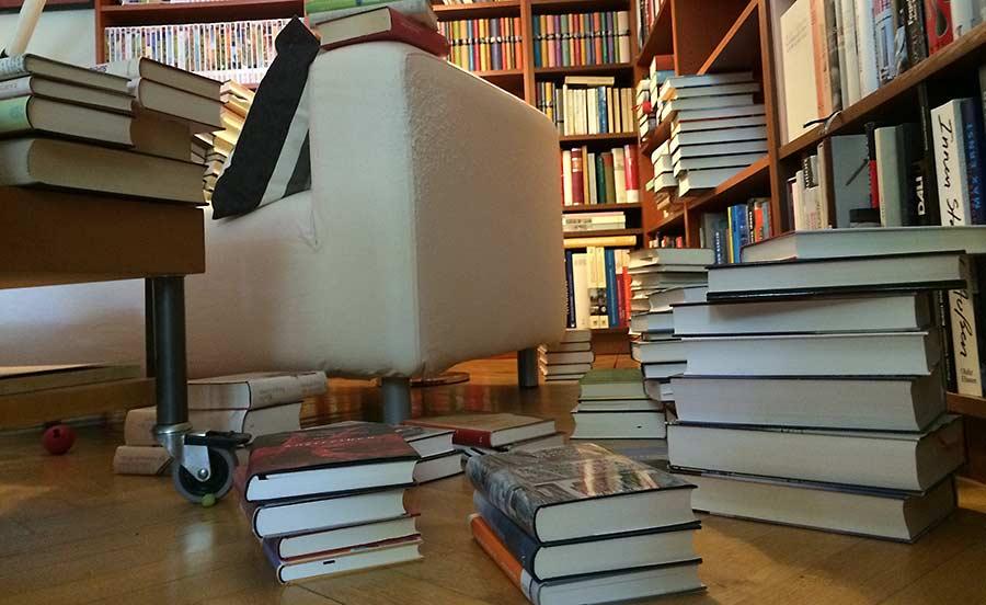 Bücherstapel - Longlist lesen