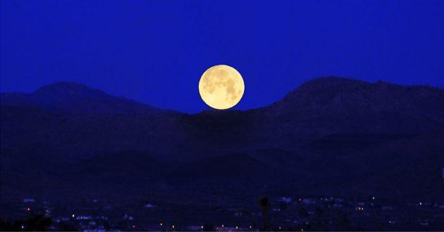 Der Mond geht auf