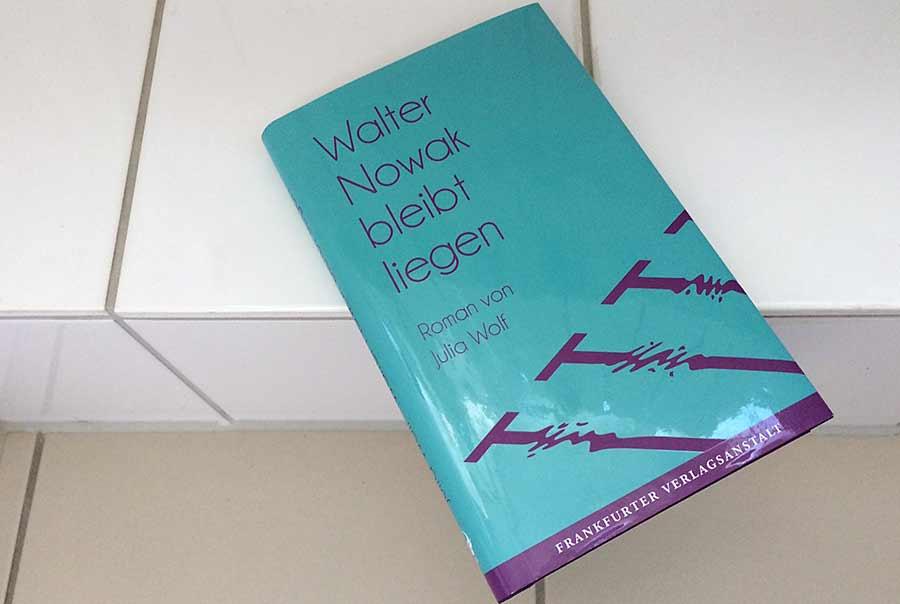 Julia Wolf: Walter Nowak bleibt liegen